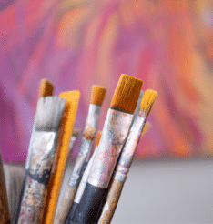 Tarina: Opettajuus mahdollisti Sinille taiteilijan työn